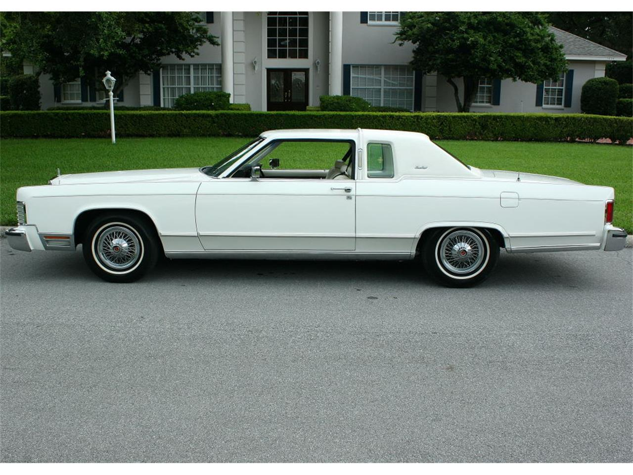 Large Picture of '79 Town Car Offered by MJC Classic Cars - LBZD