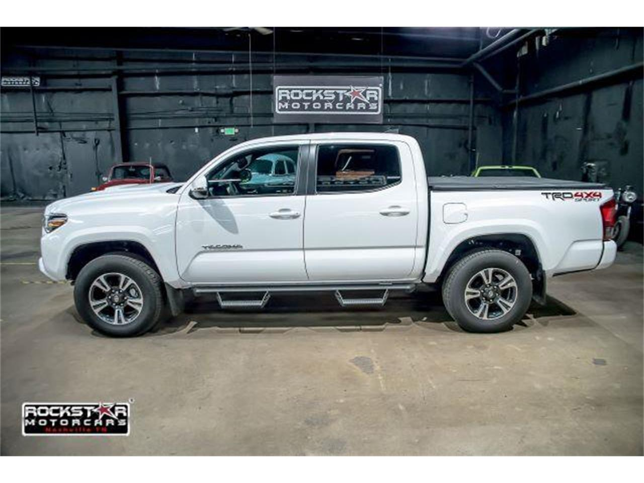 Large Picture of '17 Toyota Tacoma located in Nashville Tennessee - LCEU