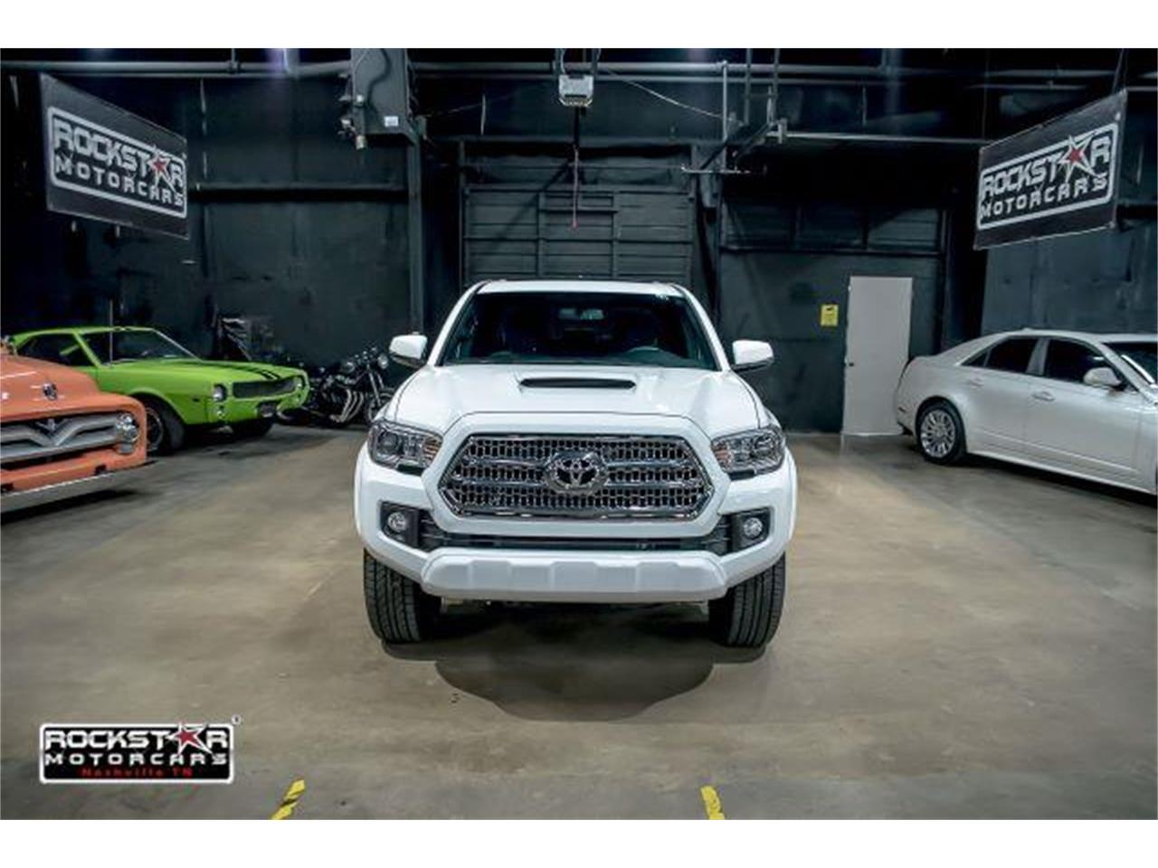 Large Picture of 2017 Toyota Tacoma located in Nashville Tennessee - LCEU