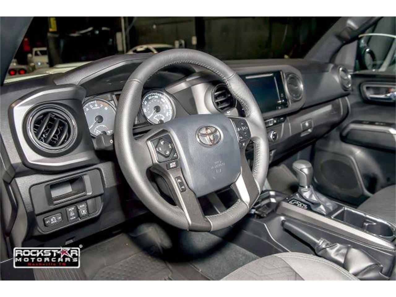 Large Picture of 2017 Toyota Tacoma located in Tennessee - LCEU