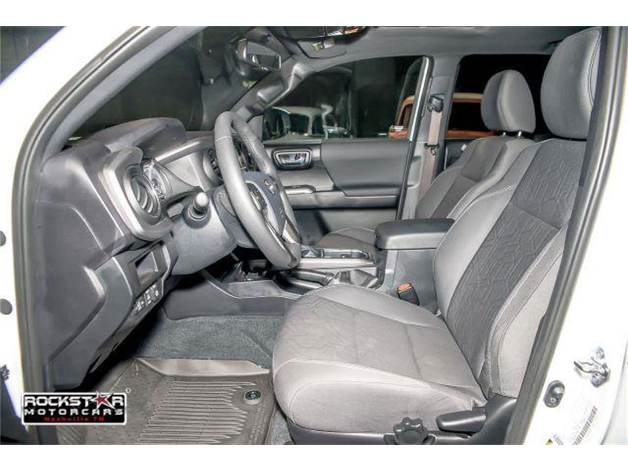 Large Picture of 2017 Toyota Tacoma located in Tennessee - $36,250.00 - LCEU