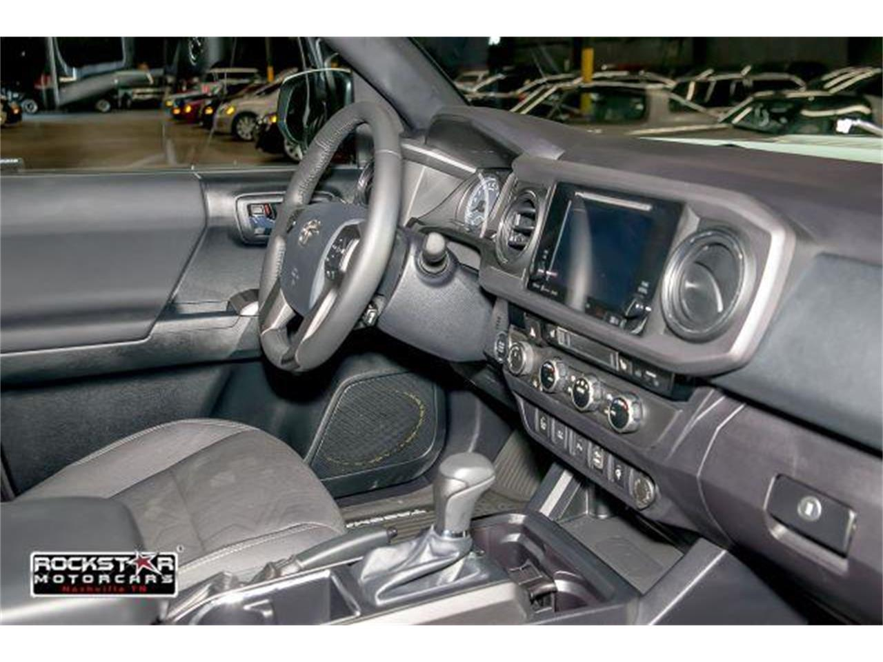 Large Picture of 2017 Toyota Tacoma located in Nashville Tennessee - $36,250.00 - LCEU
