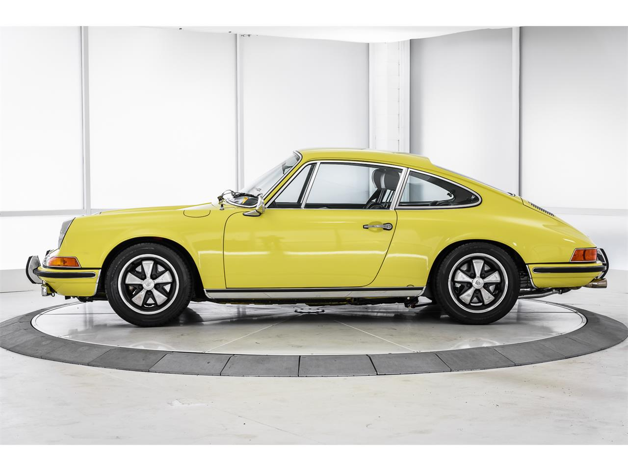 Large Picture of Classic 1970 911T located in Thousand Oaks California Offered by a Private Seller - LCSS