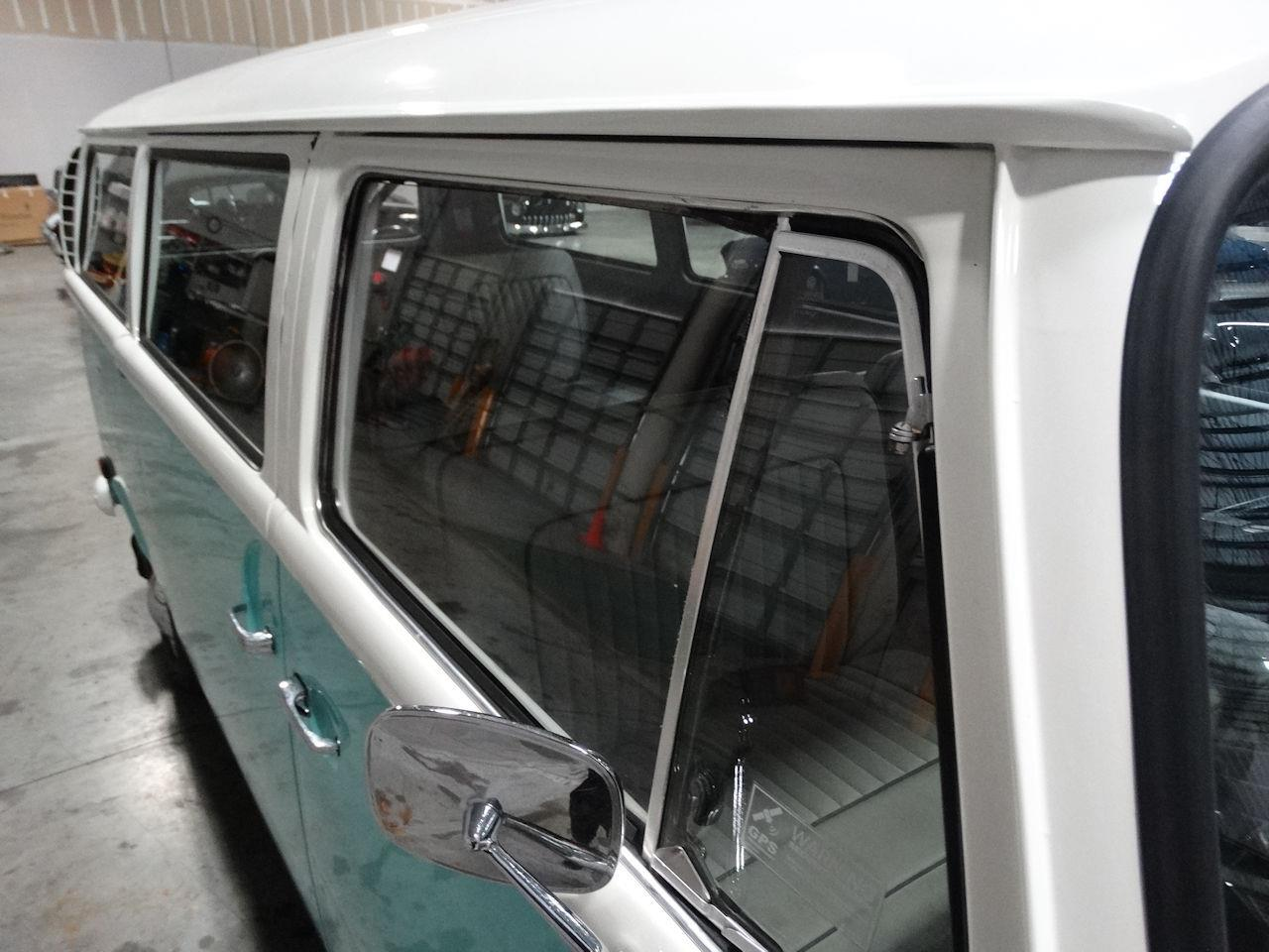 Large Picture of '69 Volkswagen Type 2 - LCU3