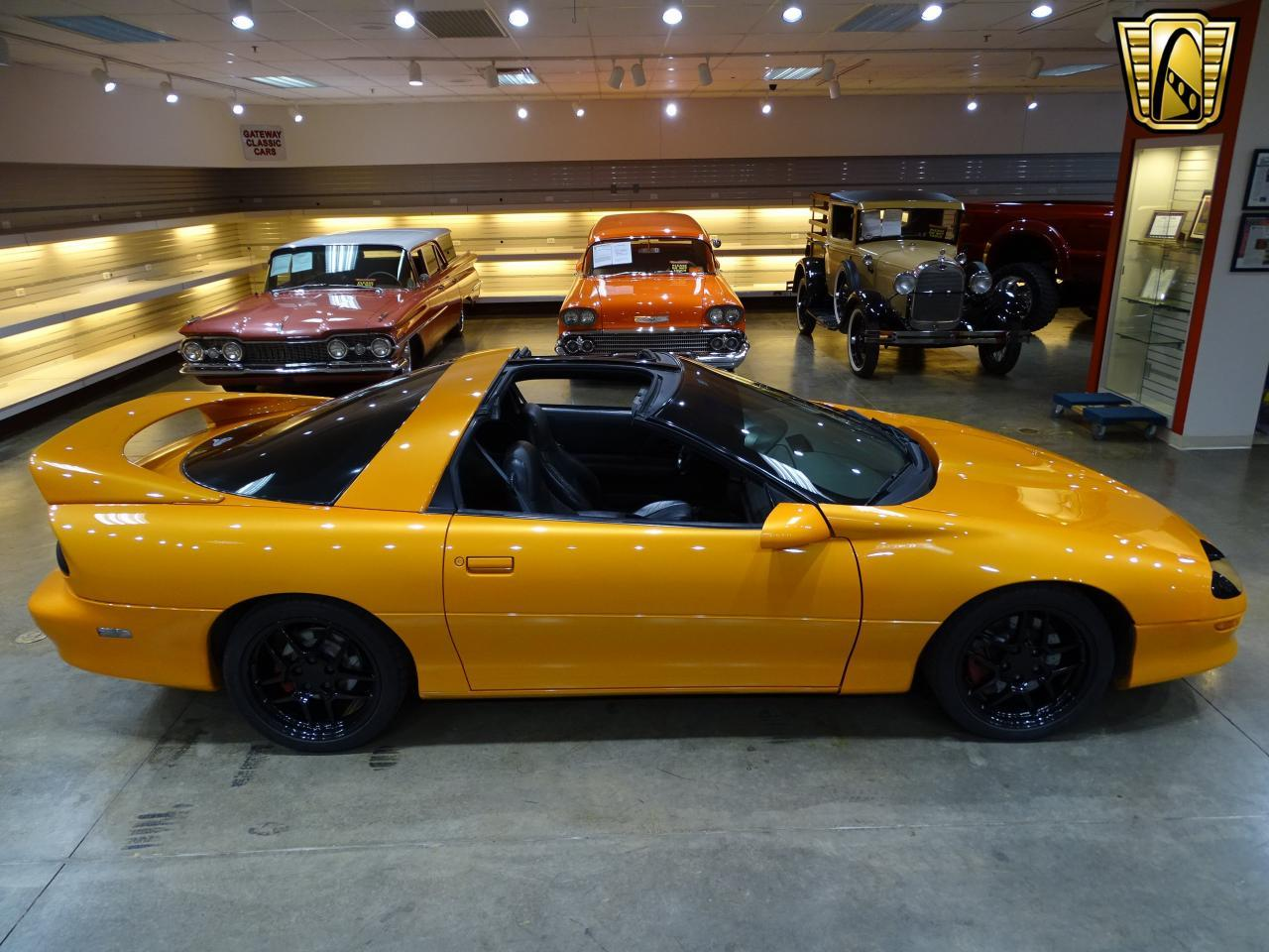 Large Picture of '96 Chevrolet Camaro located in O'Fallon Illinois Offered by Gateway Classic Cars - St. Louis - L8EI