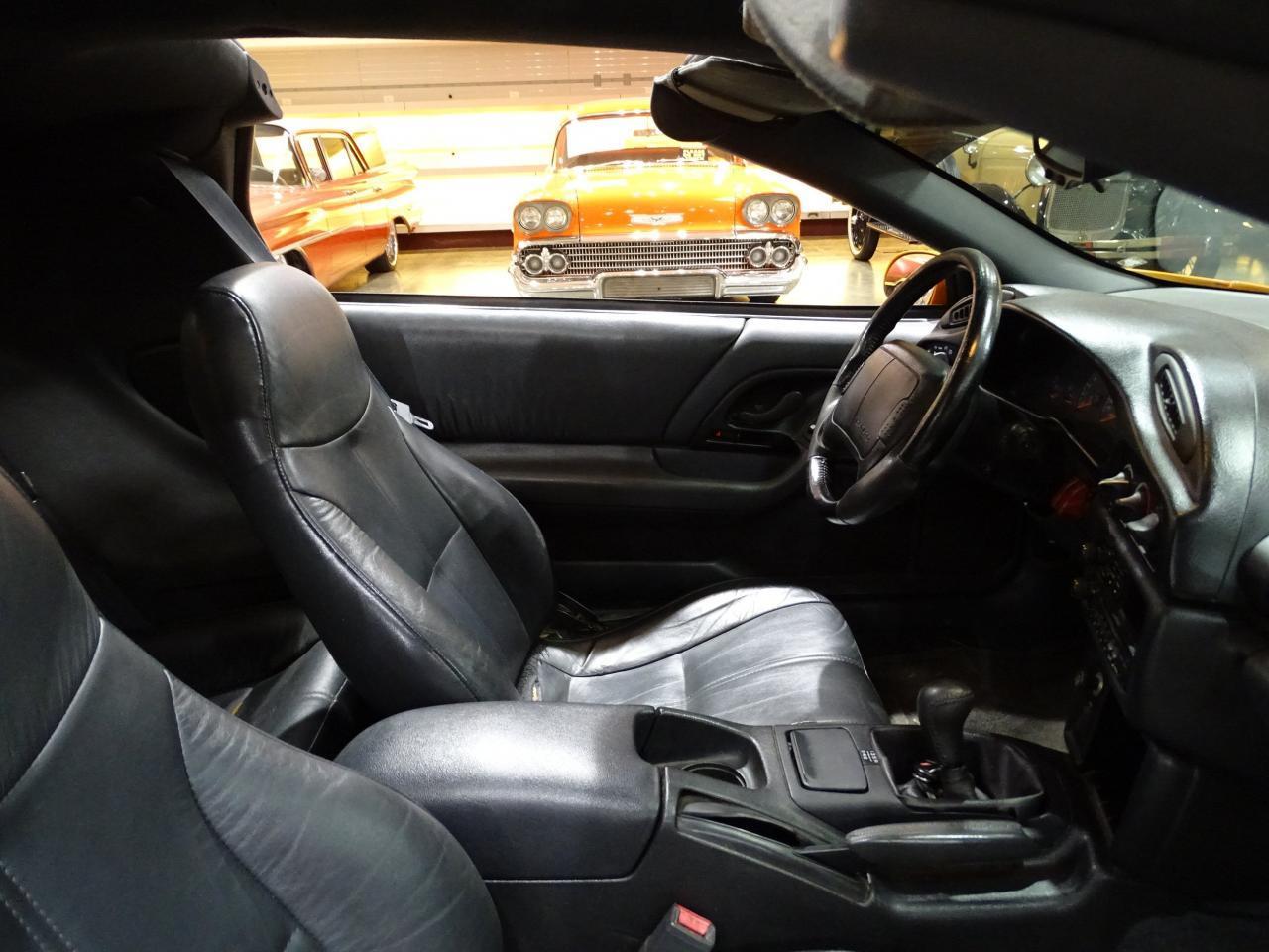 Large Picture of 1996 Chevrolet Camaro - L8EI