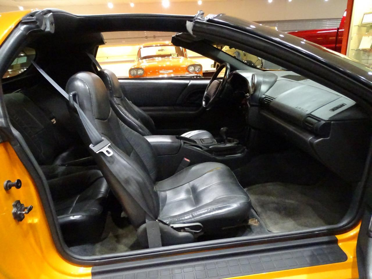 Large Picture of '96 Chevrolet Camaro located in Illinois Offered by Gateway Classic Cars - St. Louis - L8EI
