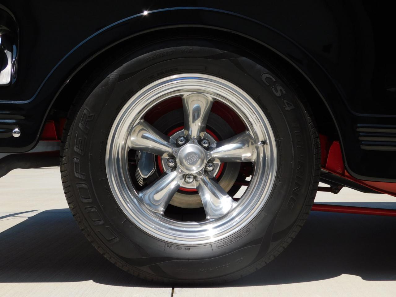 Large Picture of Classic '52 Willys Sedan - $58,000.00 - L8EZ
