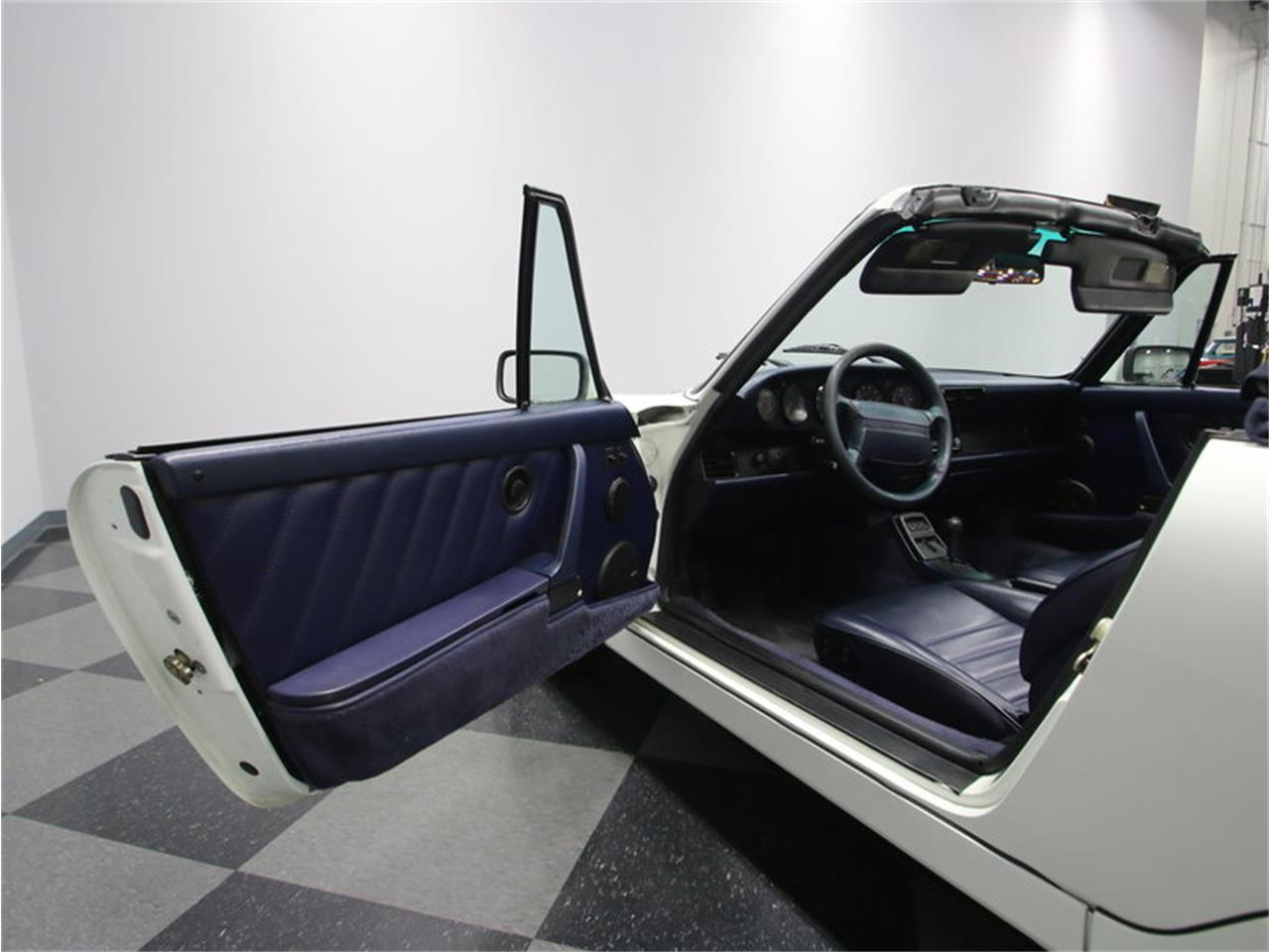 Large Picture of 1991 911 Carrera located in Lavergne Tennessee - $32,995.00 - L8FC