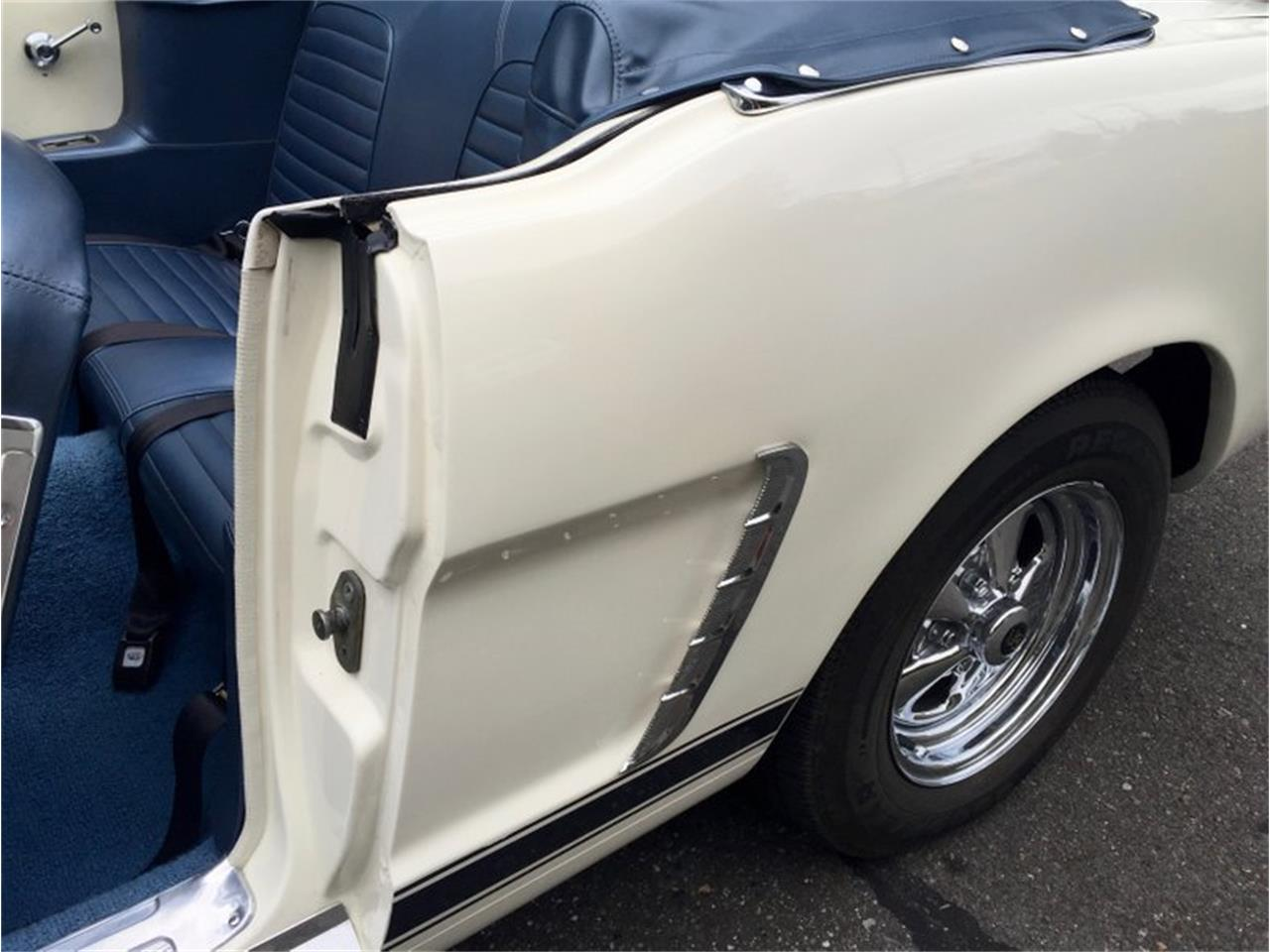 Large Picture of Classic 1964 Mustang Auction Vehicle Offered by Drager's Classics - LDIN