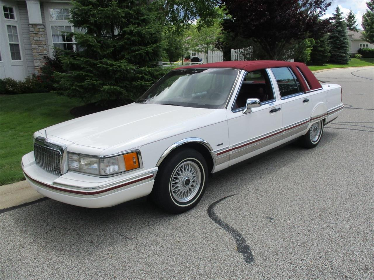 Large Picture of '94 Lincoln Executive Series Town Car located in Ohio - $5,990.00 - LDPU