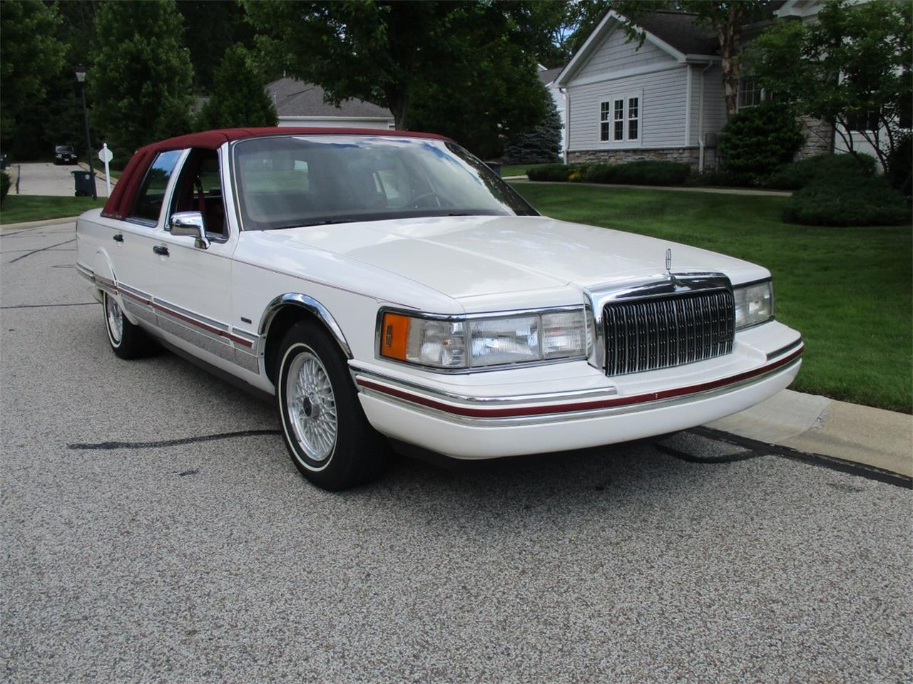 Large Picture of '94 Lincoln Executive Series Town Car Offered by Vintage Motor Cars USA - LDPU