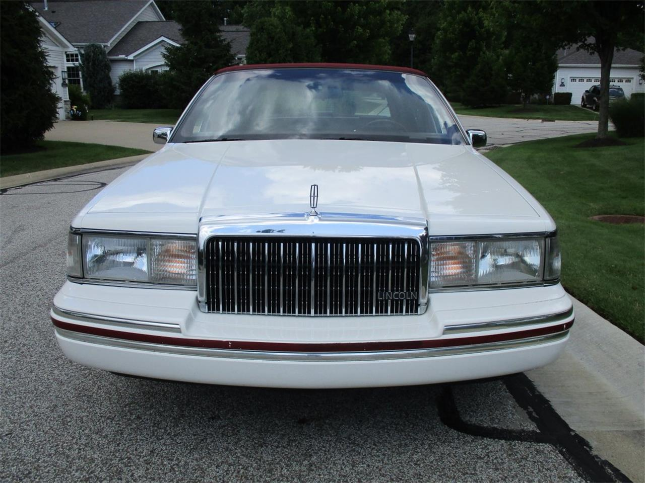 Large Picture of 1994 Executive Series Town Car located in Bedford Heights Ohio - LDPU