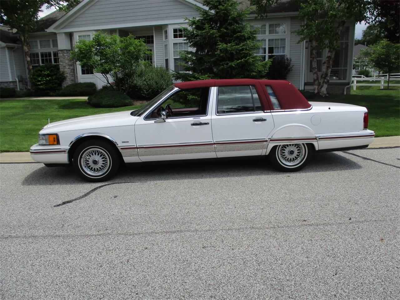 Large Picture of 1994 Lincoln Executive Series Town Car - $5,990.00 Offered by Vintage Motor Cars USA - LDPU