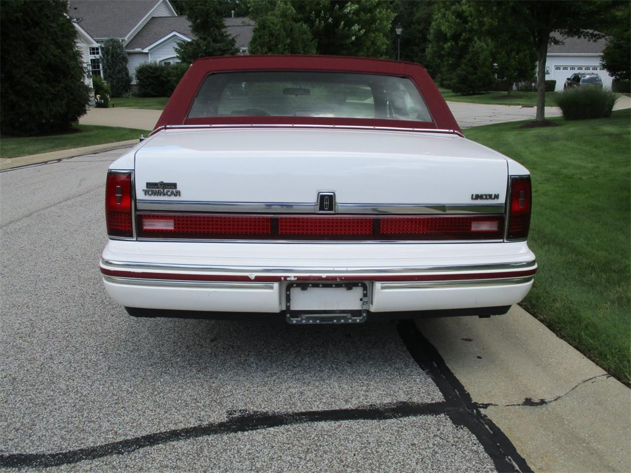 Large Picture of 1994 Executive Series Town Car located in Bedford Heights Ohio Offered by Vintage Motor Cars USA - LDPU