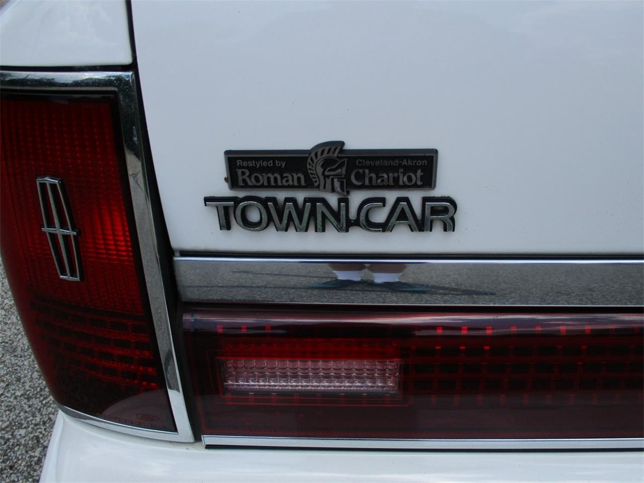 Large Picture of 1994 Executive Series Town Car Offered by Vintage Motor Cars USA - LDPU