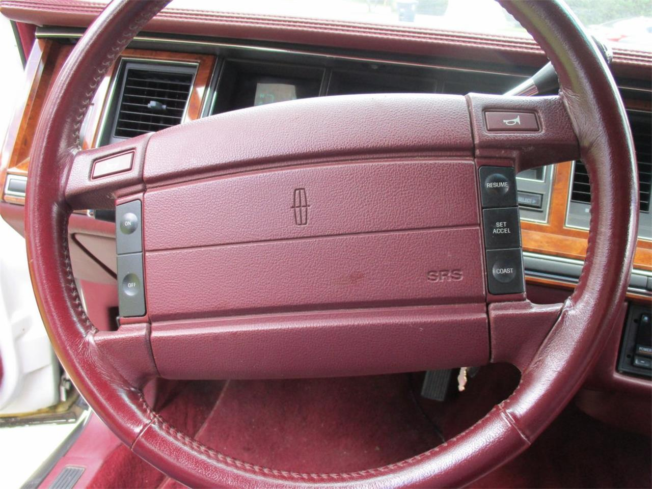 Large Picture of '94 Executive Series Town Car Offered by Vintage Motor Cars USA - LDPU