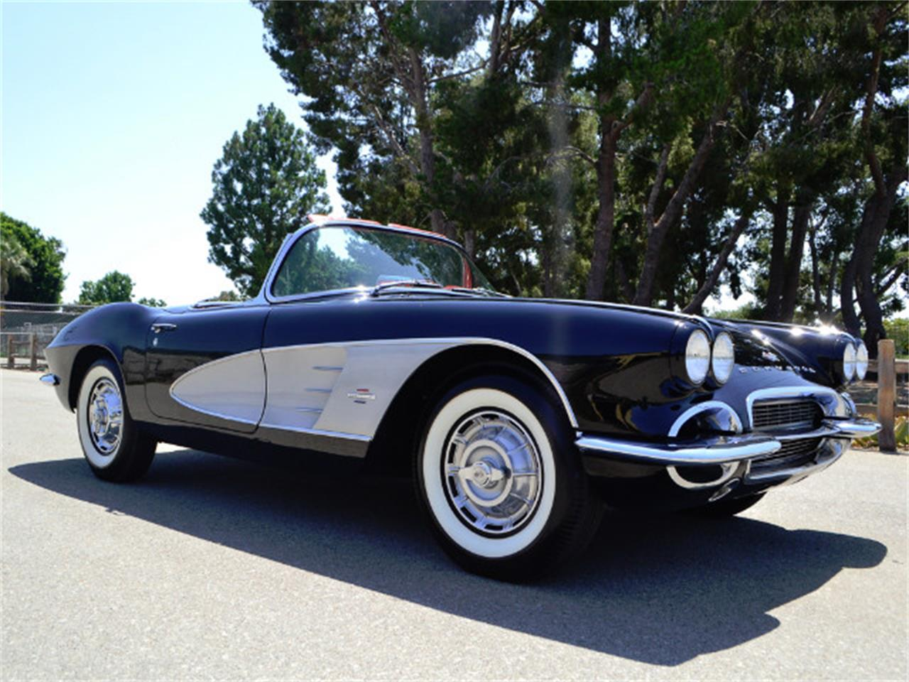 Large Picture of '61 Corvette - LDWW