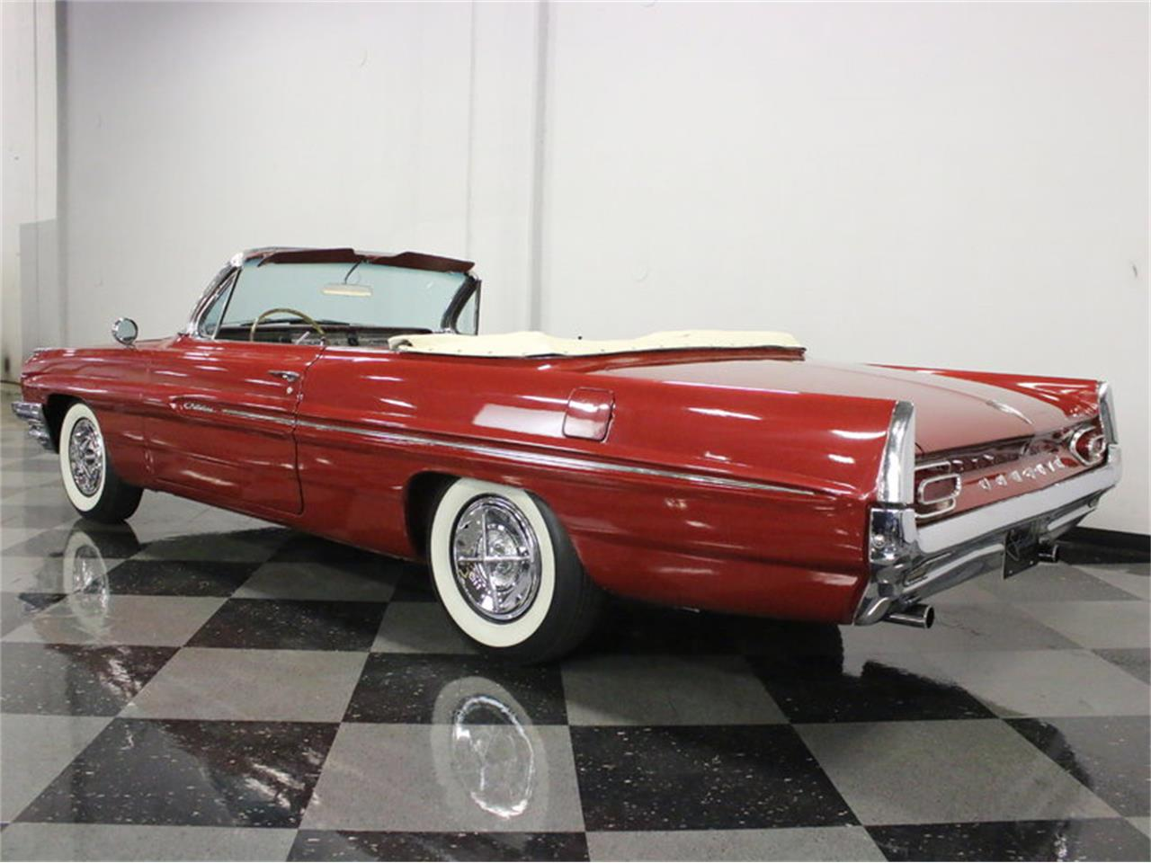 Large Picture of '61 Pontiac Catalina - $31,995.00 - L8IM