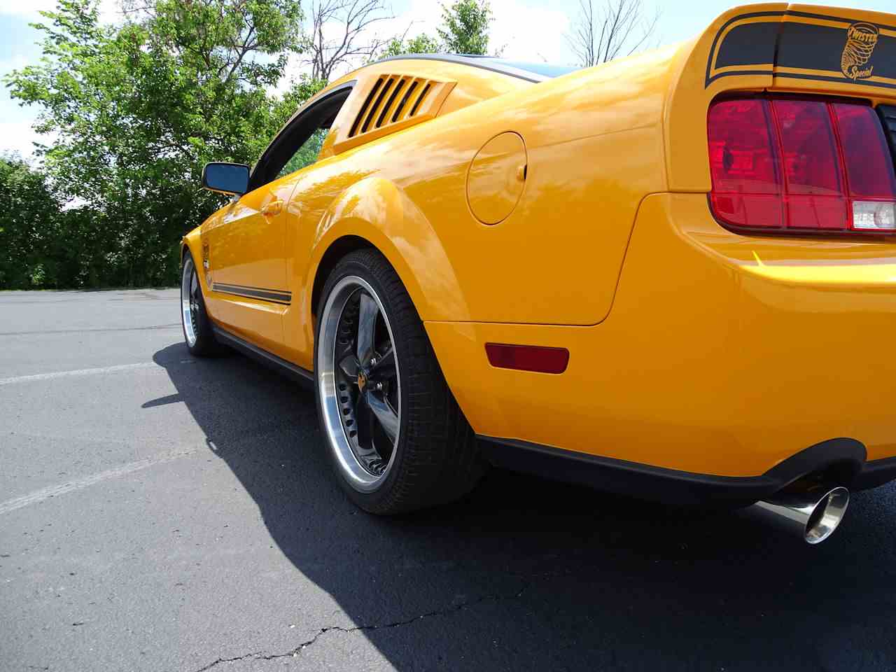 Large Picture of '08 Mustang - LEAD