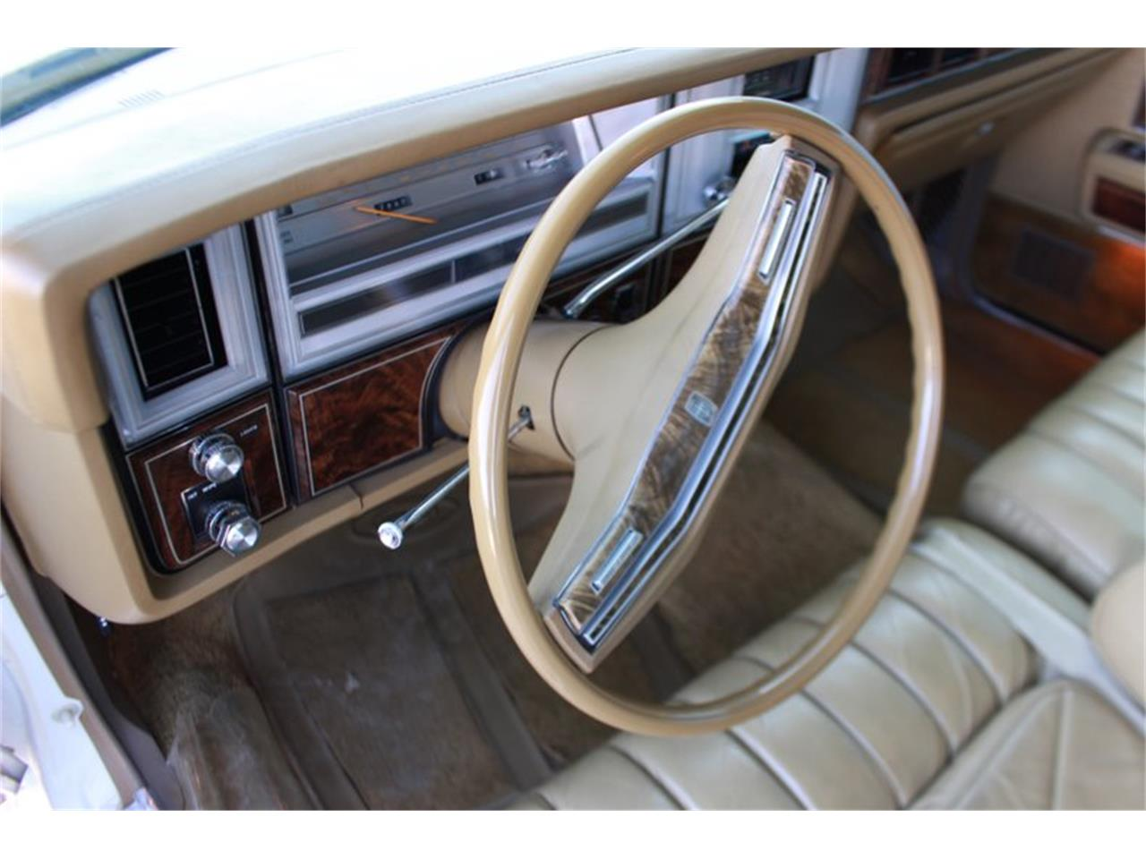 Large Picture of '78 Town Car Offered by Salt City Classic & Muscle - LEAW