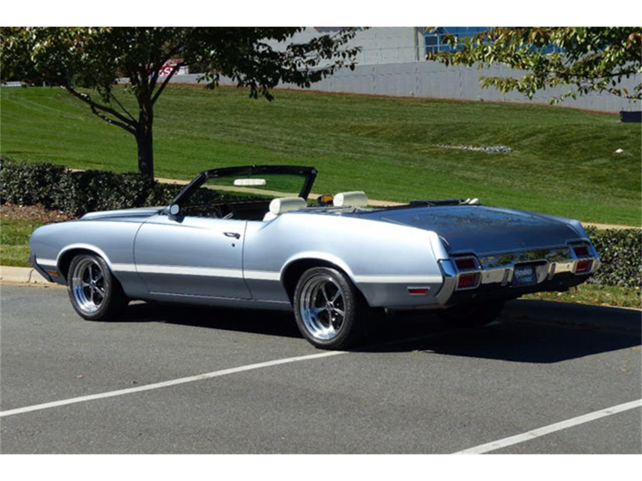 Large Picture of 1971 Cutlass located in Charlotte North Carolina - LEC8