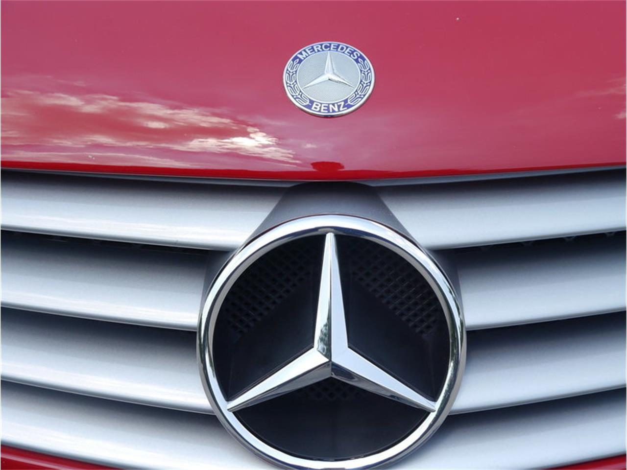 Large Picture of '06 Mercedes-Benz SL500 located in Alsip Illinois - $26,900.00 Offered by Midwest Car Exchange - LEGR