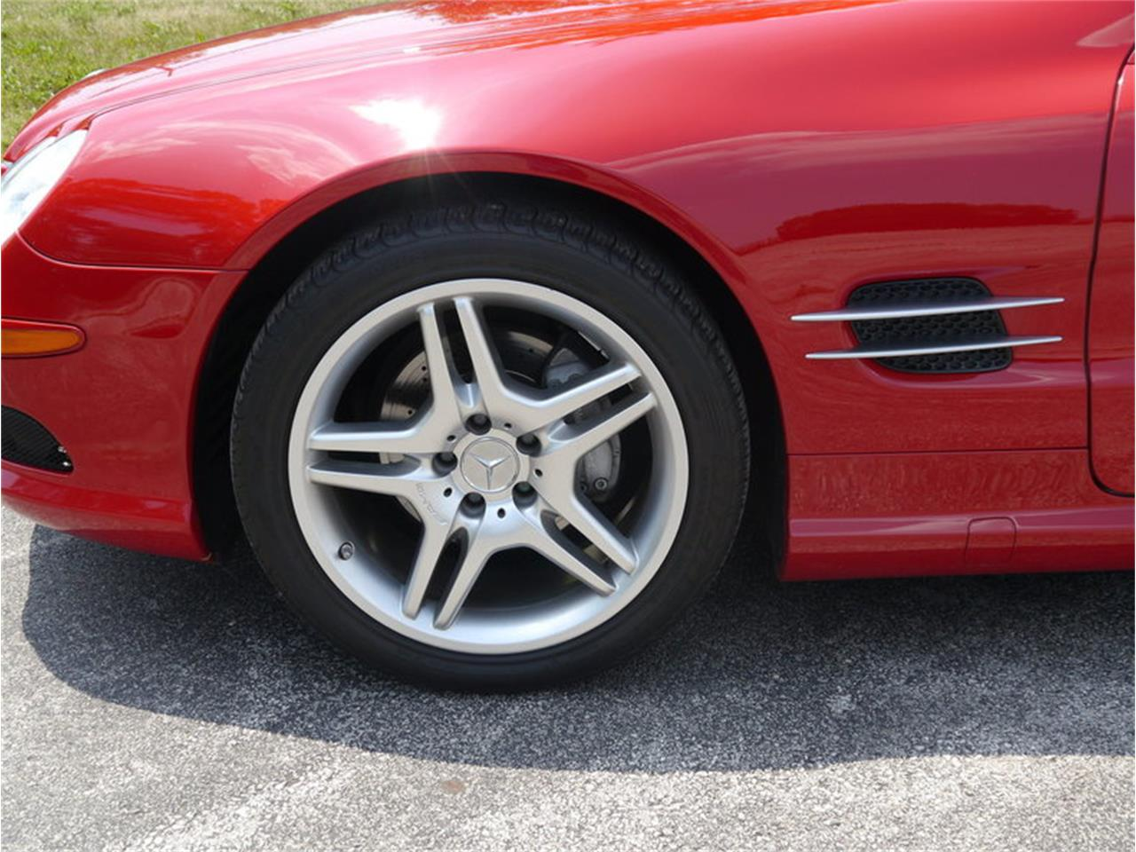 Large Picture of '06 Mercedes-Benz SL500 - $26,900.00 Offered by Midwest Car Exchange - LEGR