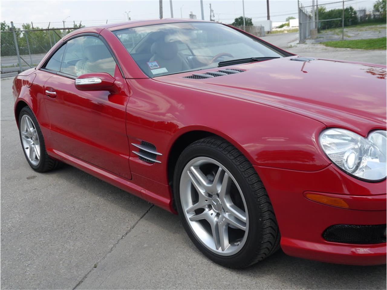 Large Picture of '06 Mercedes-Benz SL500 located in Illinois - $26,900.00 - LEGR