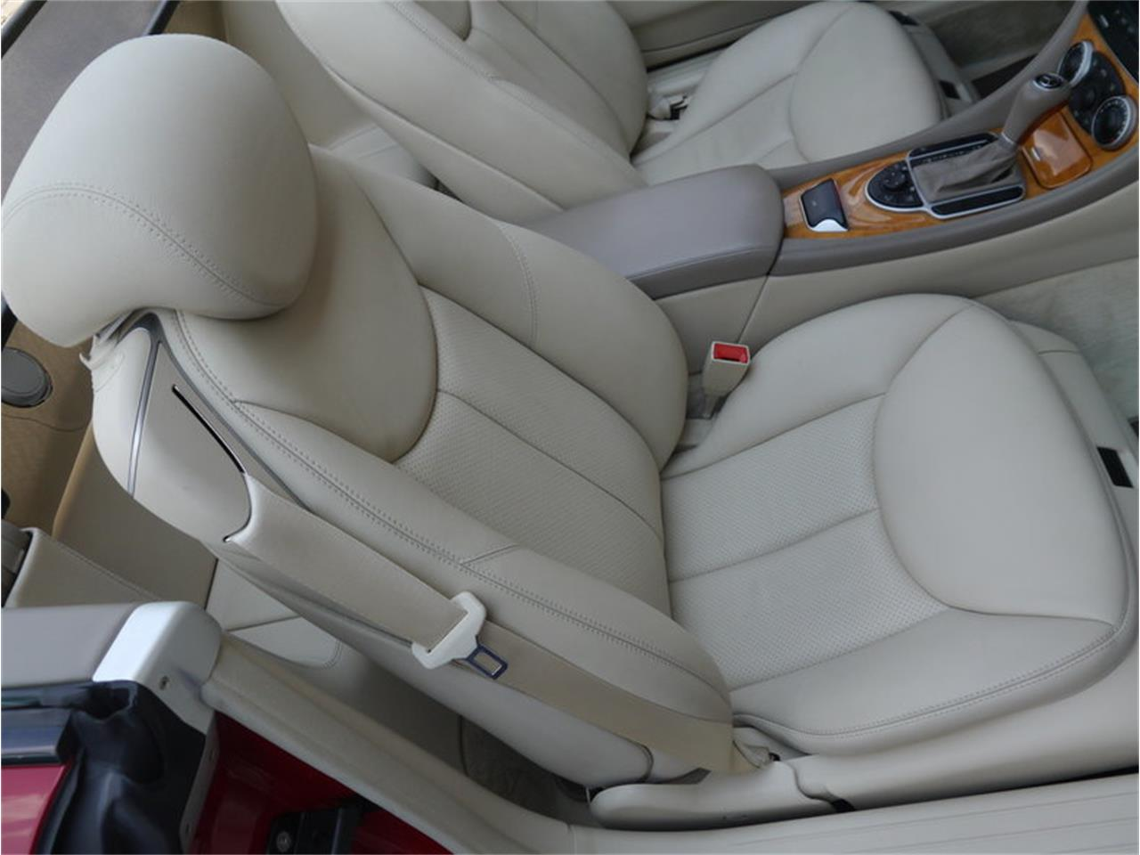 Large Picture of '06 Mercedes-Benz SL500 located in Alsip Illinois Offered by Midwest Car Exchange - LEGR