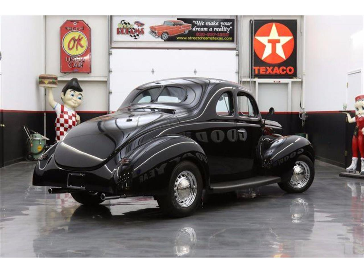 Large Picture of '40 Deluxe - LEGZ