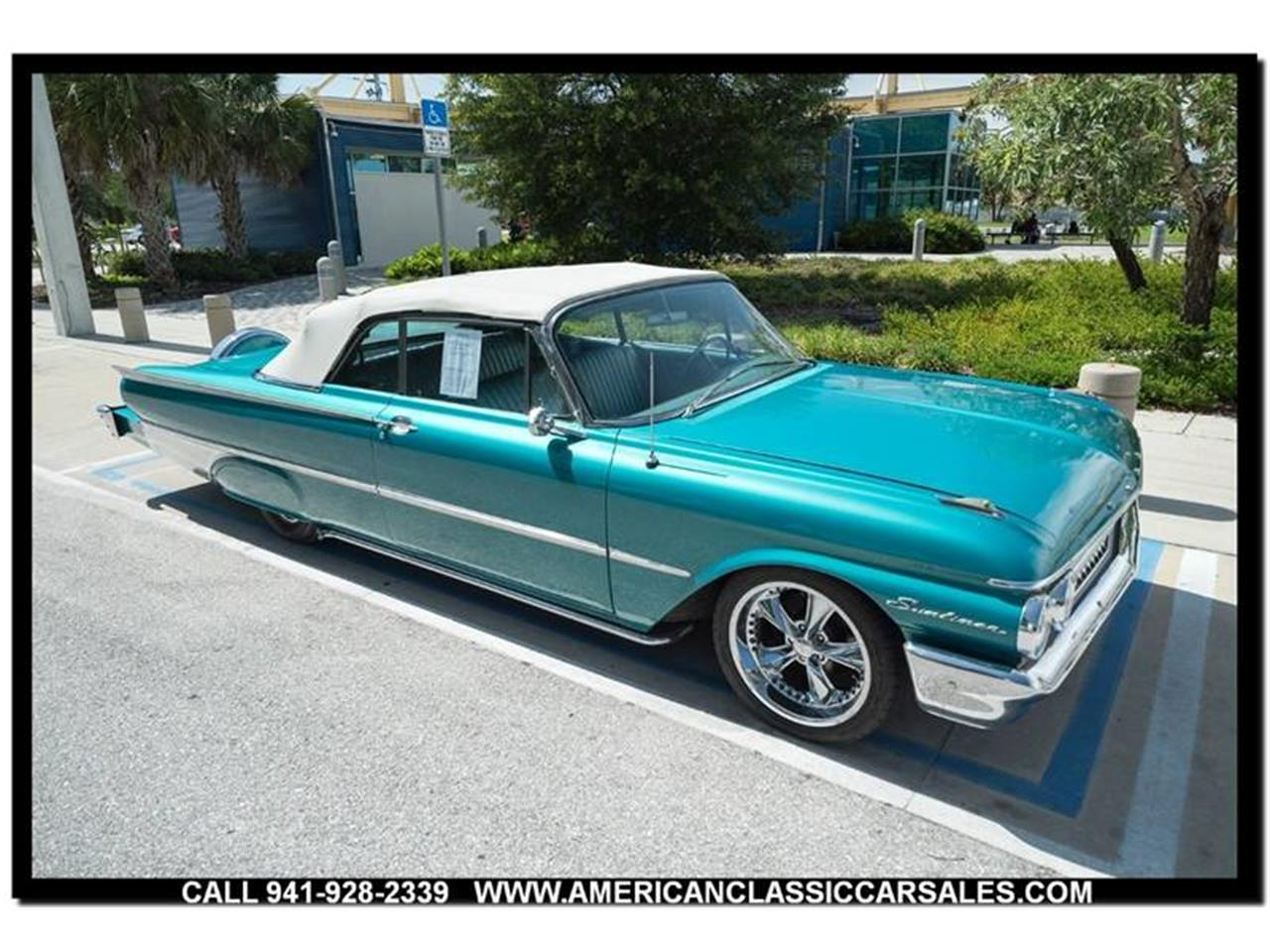 Large Picture of Classic '61 Ford Sunliner - LEJC