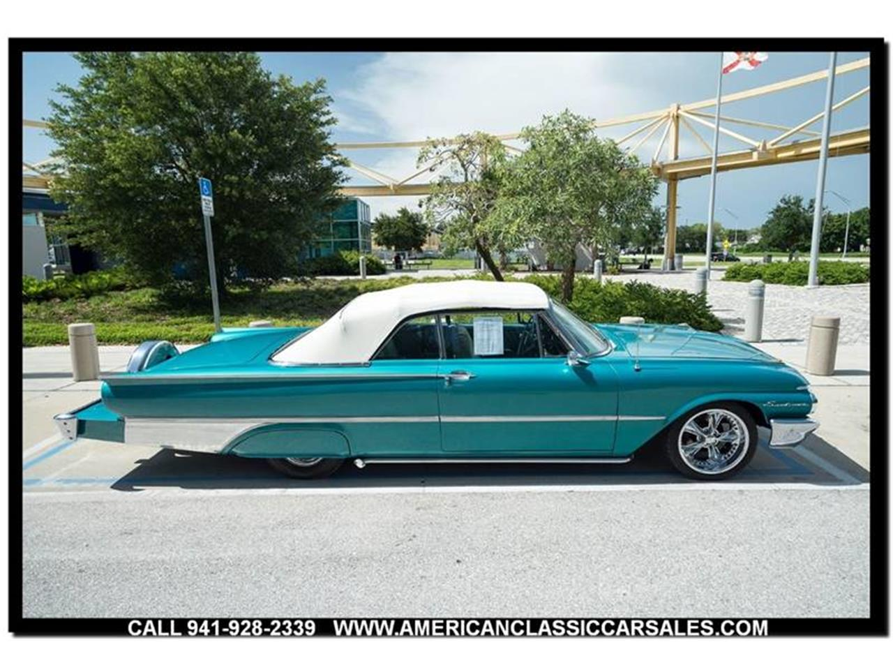 Large Picture of Classic '61 Sunliner located in Florida - LEJC