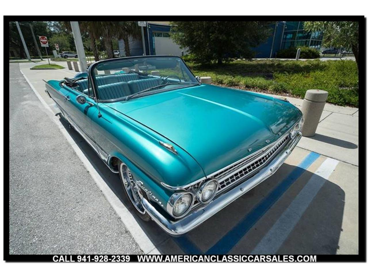 Large Picture of Classic '61 Sunliner - $29,320.00 - LEJC