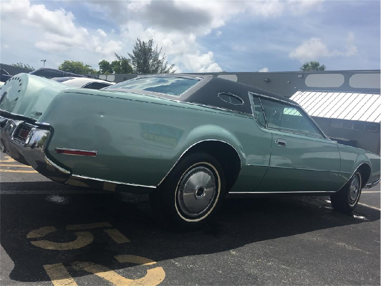 Large Picture of Classic '72 Lincoln Continental Mark IV located in Miami Florida Offered by a Private Seller - LEKY