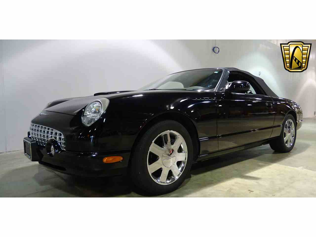 Large Picture of 2002 Ford Thunderbird located in Illinois - $19,595.00 - LEN7