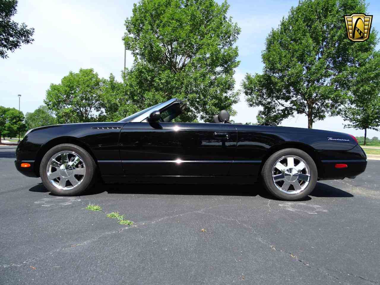 Large Picture of 2002 Ford Thunderbird located in O'Fallon Illinois - LEN7