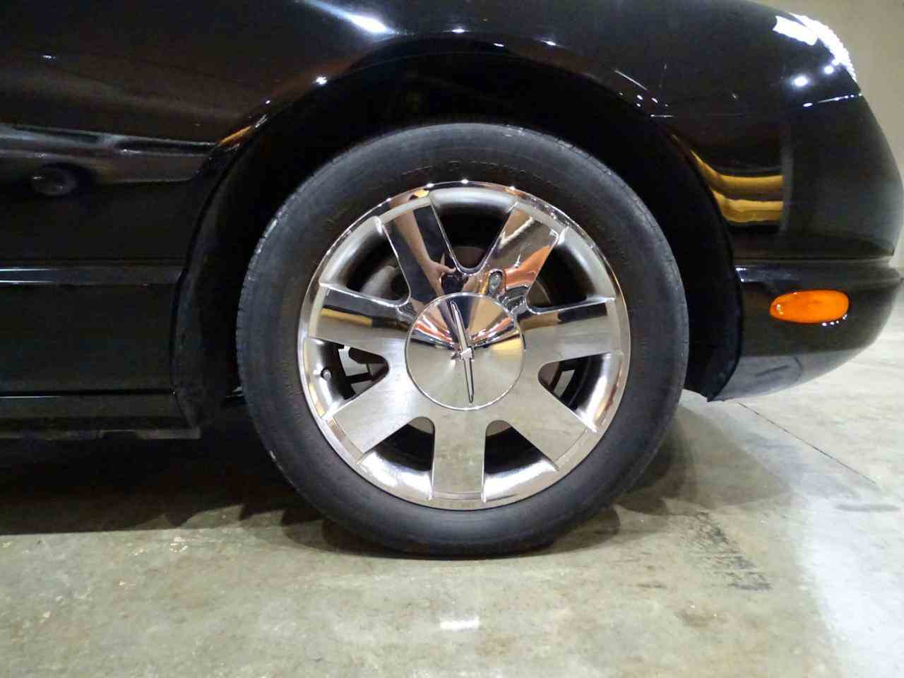 Large Picture of '02 Ford Thunderbird - $19,595.00 Offered by Gateway Classic Cars - St. Louis - LEN7