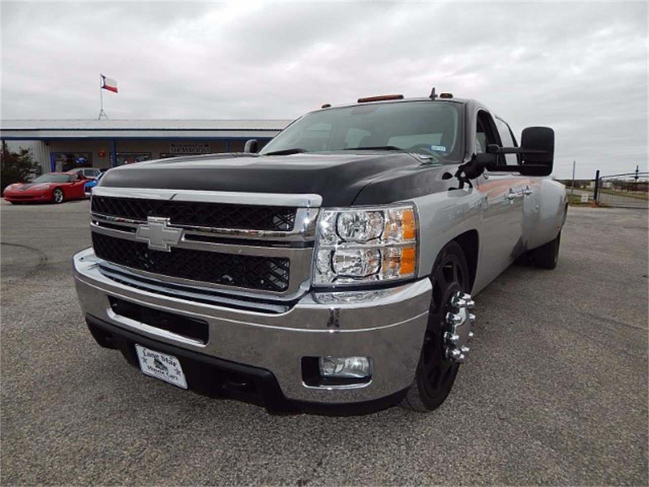 Large Picture of 2011 Silverado located in Texas Offered by Lone Star Muscle Cars - L8L9