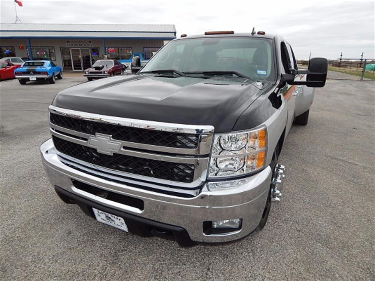 Large Picture of '11 Silverado located in Texas Offered by Lone Star Muscle Cars - L8L9