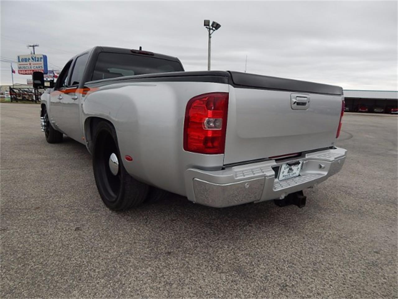 Large Picture of '11 Chevrolet Silverado located in Wichita Falls Texas - L8L9