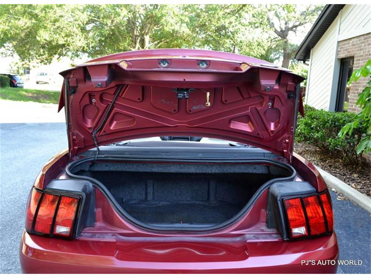 Large Picture of '03 Ford Mustang located in Clearwater Florida - LEYO