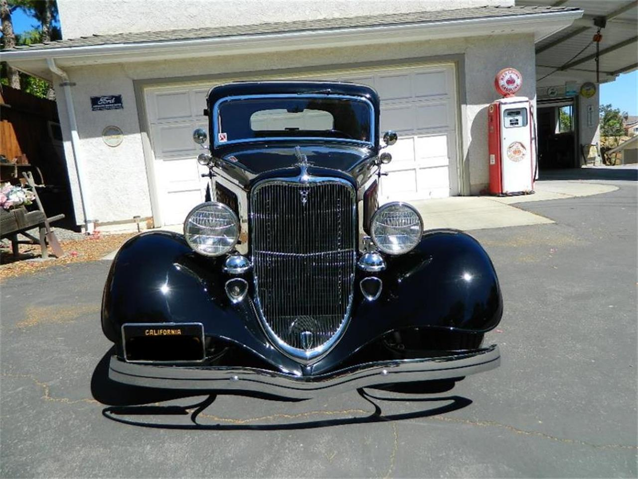 Large Picture of '33 Ford 5-Window Coupe Offered by Classic Car Marketing, Inc. - LEZQ