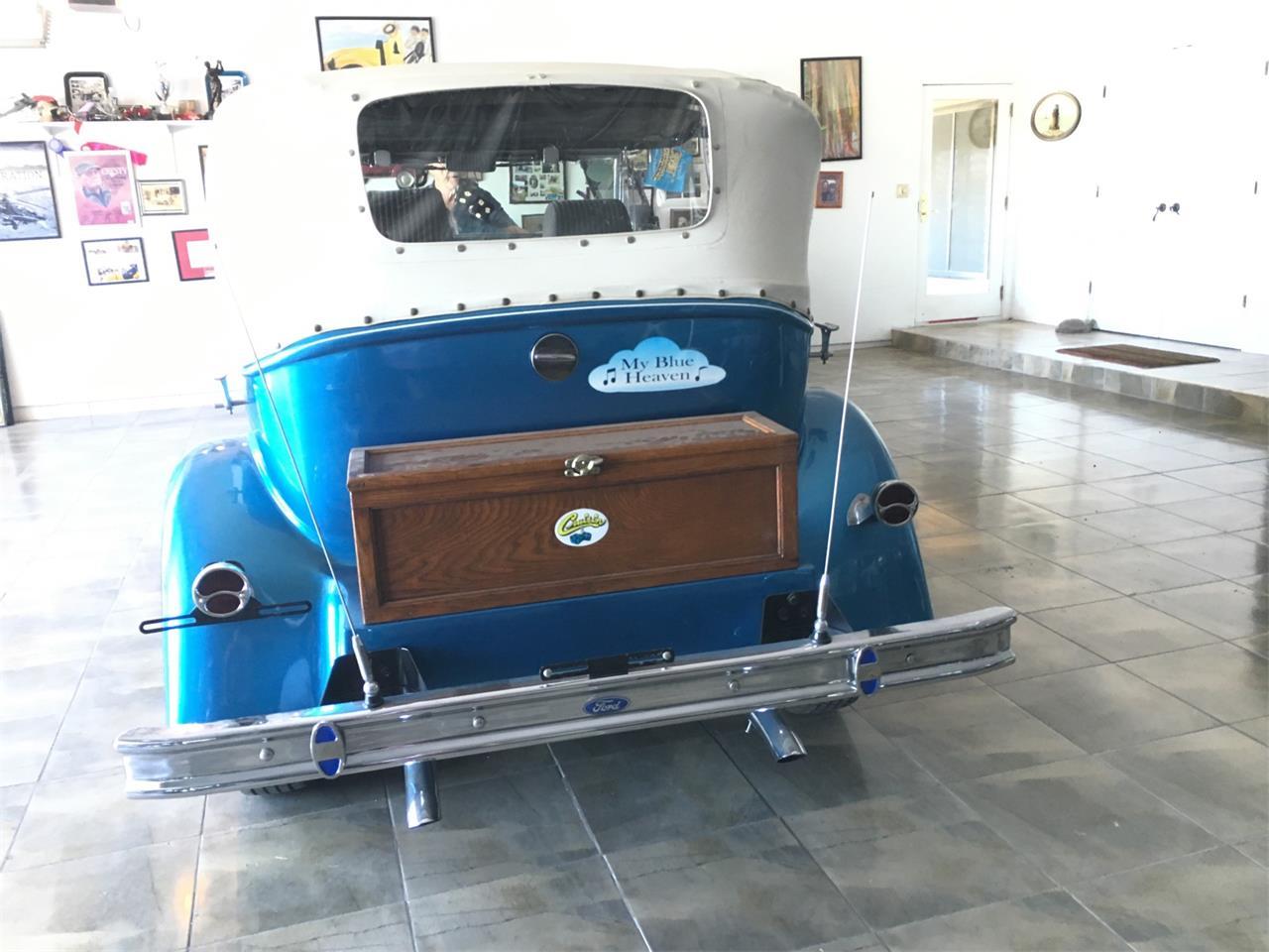 Large Picture of '32 2-Dr Sedan Replica - LF5H