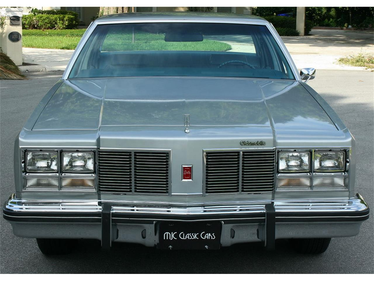 Large Picture of 1977 Oldsmobile Delta 88 - LFEK