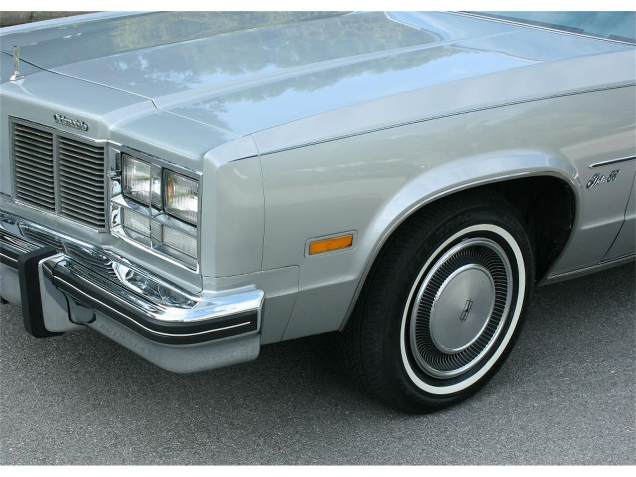 Large Picture of 1977 Oldsmobile Delta 88 located in Florida - LFEK